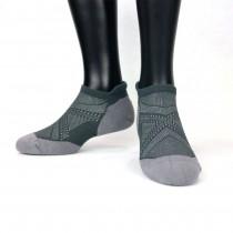 【老船長】(9822)EOT科技不會臭的萊卡抗菌超強足弓編織氣墊襪-1雙入-灰色25-27CM